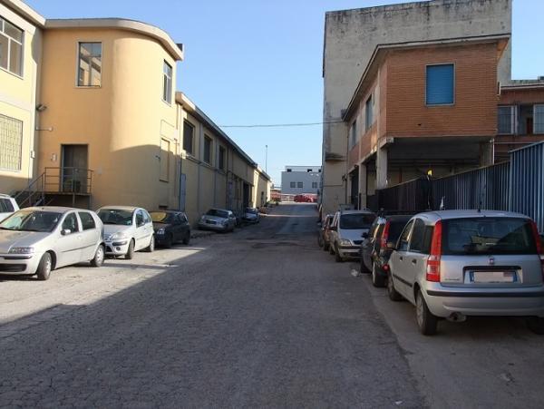 vendiamo TRE CAPANNONI Napoli