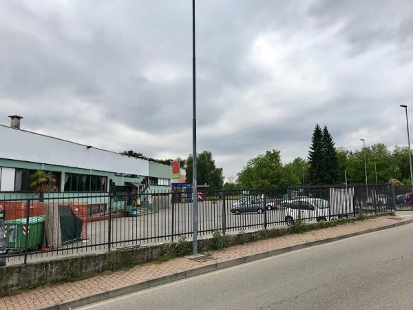 vendiamo IMMOBILE COMMERCIALE parzialmente AFFITTATO provincia Varese
