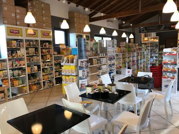 vendiamo NEGOZIO ALIMENTARI con BAR provincia Milano